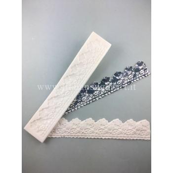 lace-effect lace decorations